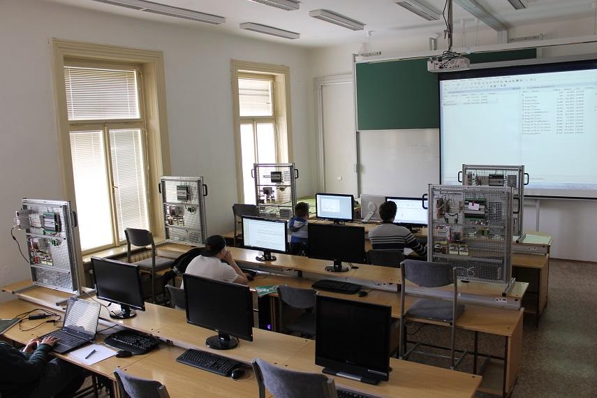 laboratoř počítačových řídicích systémů